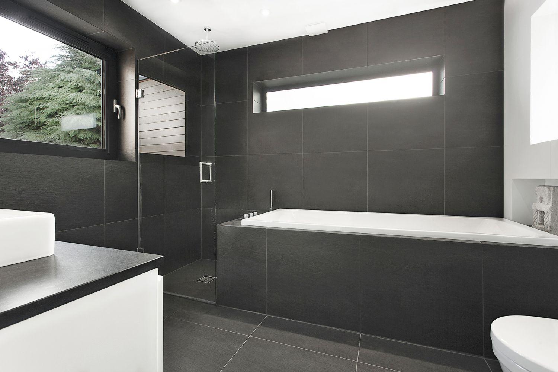 Salle de bain moderne en bois tr s nature meuble et for Salle de bain moderne lyon