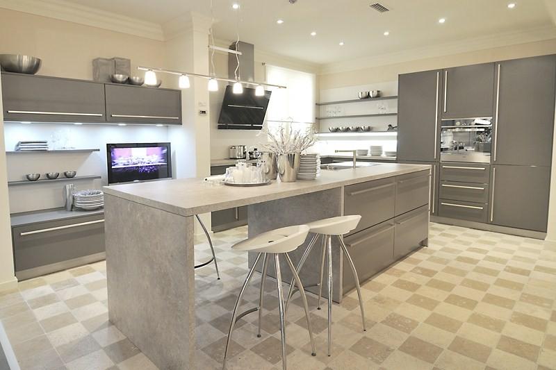 cuisine classique grise avec ilot central aubagne bouches du rh ne meuble et d coration. Black Bedroom Furniture Sets. Home Design Ideas