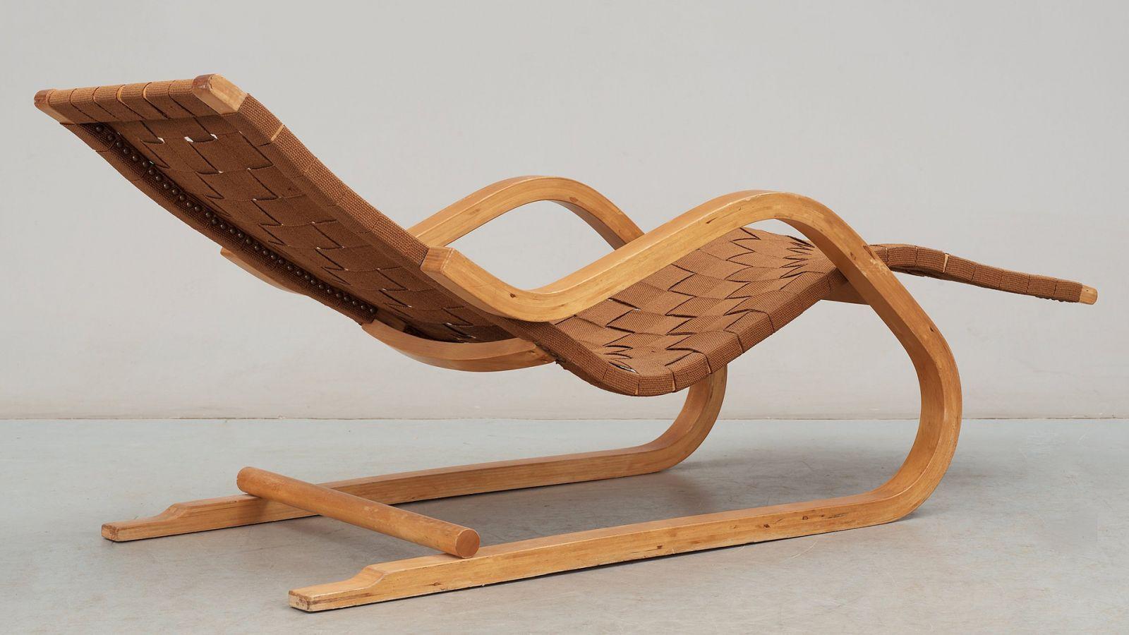 Chaise longue design vintage en bois pour le jardin alvar for Meuble de jardin chaise longue