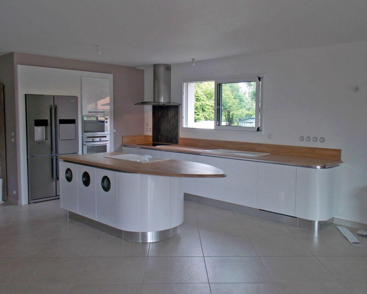 Cuisine quip e et design style bateau par claude naura for Cuisine meuble design