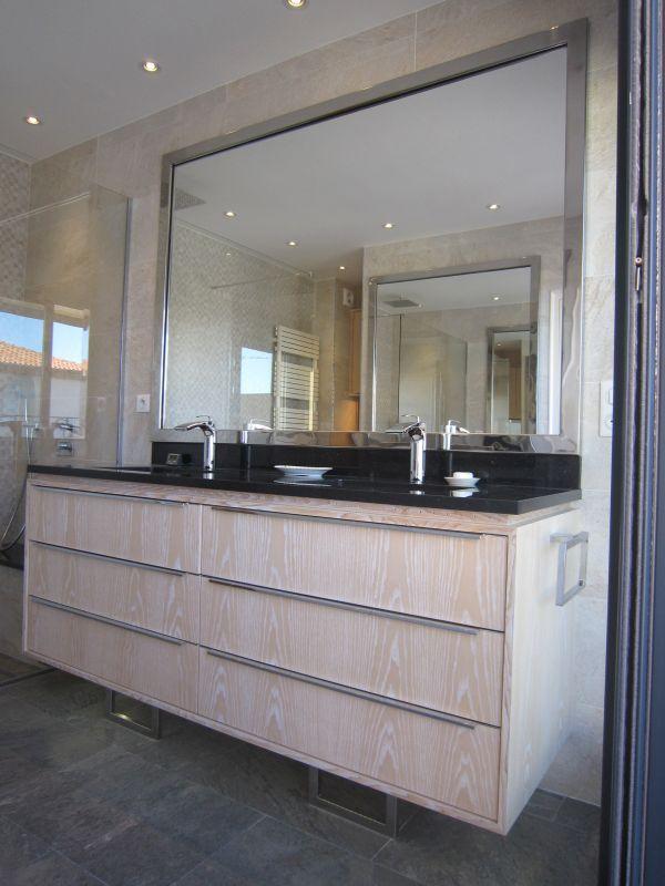 Meuble de salle de bain sur mesure sur hy res 83 for Mobilier salle de bain design contemporain