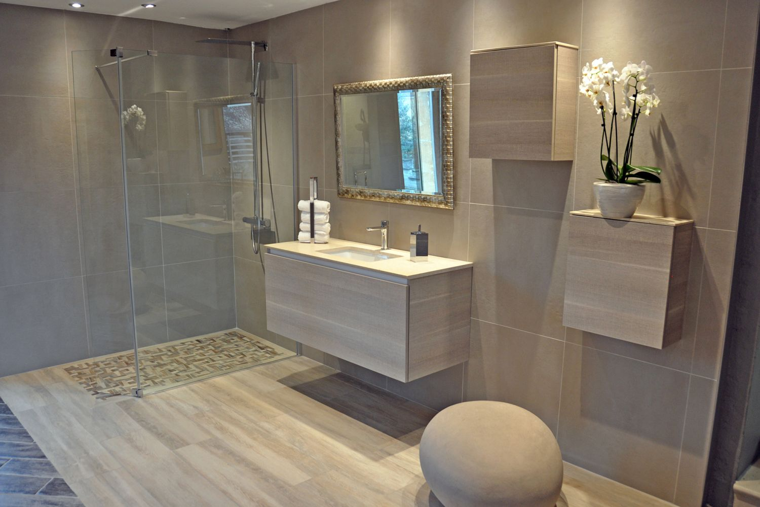 Salle de bain contemporaine luxe for Baignoire contemporaine design