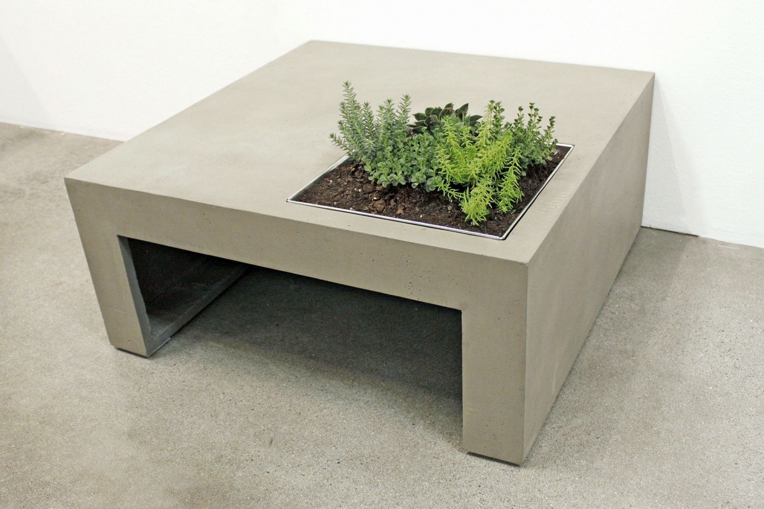 Beton cir meuble exterieur table de lit for Table exterieur beton